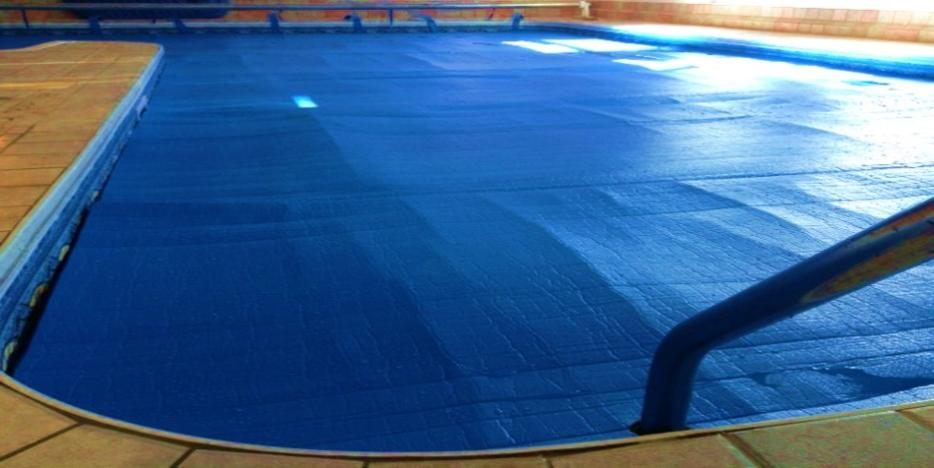 Insulating pool covers